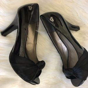 FERGALICIOUS HEELS SHOES SZ 8.5